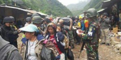 TNI POLRI Berhasil Bebaskan Ratusan Sandera Dan Porak Porandakan Pemberontak