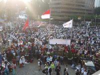 """Buah Keputusan KPU: """"PERANG"""" Polisi Lawan Rakyat"""