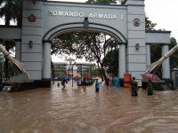 Jalur Rel Kereta Api Jakarta Terendam Banjir