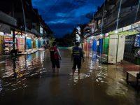 Jajaran Polsek Serawai siap siaga Pantau banjir