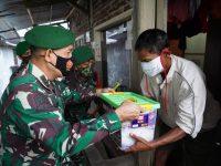 HUT TNI 75 Korem Wijaya Kusuma Serahkan Bantuan Terdampak Pandemi