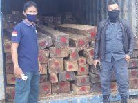Gakkum KLHK Limpahkan Berkas Perkara 158 Batang Kayu Hitam Olahan Ilegal ke Kejaksaan Tinggi Sultra