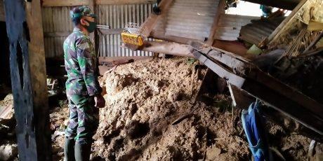 Hujan Deras Akibatkan Tanah Longsor Timpa Beberapa Rumah Warga Sudimoro, Pacitan