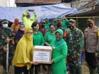 Persit KCK Koorcab Rem 071 PD IV/Diponegoro Salurkan Bantuan Warga Terdampak Banjir Pekalongan