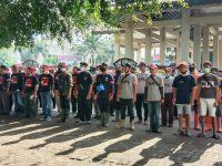 Puluhan Relawan masuk Got Bersihkan Drainase Seputaran Aloon Aloon Ponorogo