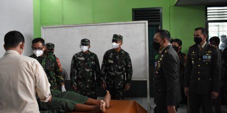 Jelang HUT TNI Korem 071/Wijayakusuma Gelar Baksos Khitan Masal