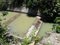 Gunakan Material Sungai Setempat, Proyek Bendungan Saluran Ngentep. Pihak PPK Geram