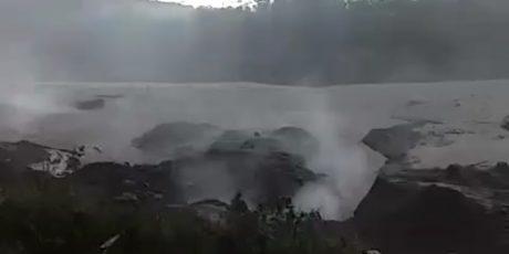 Sebanyak 550 warga Mengungsi Saat Gunung Semeru Luncurkan Awan Panas